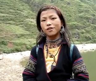 Sơn nữ H'Mông nói tiếng Anh như… chim hót